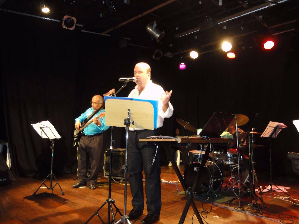 Cantor Décio Faro se apresenta em Show no Tijuca TC em 2012